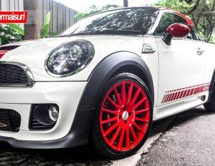 OZ_Racing_Superturismo_GT_Limited_edition_18_Mini_Cooper_Works_1.jpg