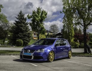 oz-racing-ultraleggera-hlt-race-gold-volkswagen-golf-v-r32-1.JPG