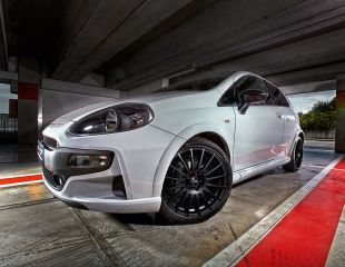 OZ_Racing_Superturismo_GT_Matt_Black_Punto_Abarth_001.jpg