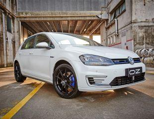 OZ_Racing_Omnia_Matt_Black_Volkswagen_Golf_VII_GTE_1.jpg