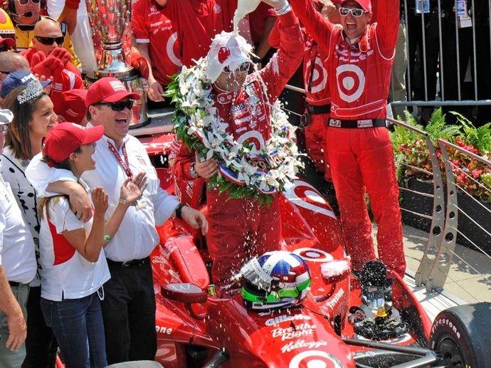 2012. Indy Car: OZ erobert das gesamte Podium des Indy 500. Der 1., 2. und 3. Platz geht an Fahrer, die auf OZ Felgen unterwegs waren.