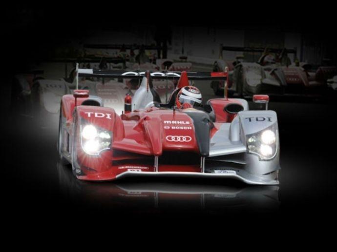 2010. Tripletta Audi nell'edizione 2010 Le Mans. OZ festeggia col team tedesco la nona vittoria insieme.