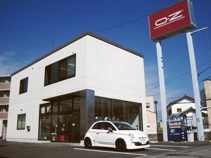 1989. El creo OZ Japón miembro asociado de la compañia.
