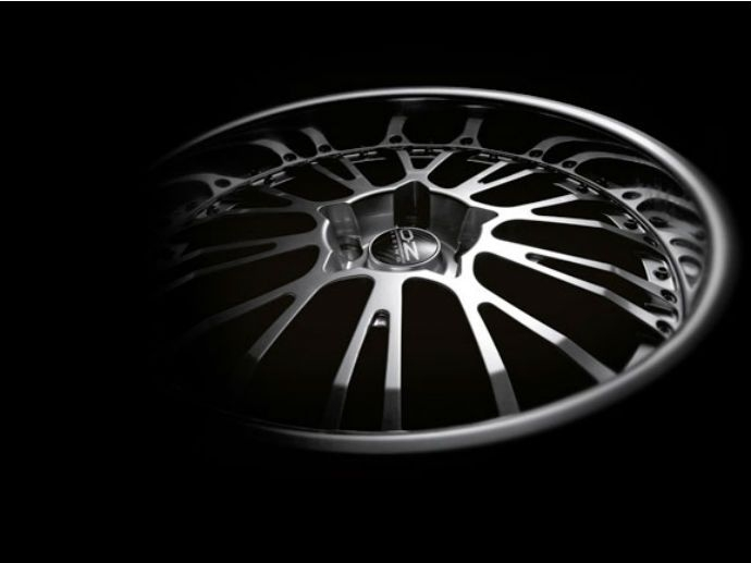 2007. Complementando los aplausos con los modelos Antares, Superleggera y ruedas Michelangelo II, OZ ganó otro premio de diseño premiado en el Salón del Automóvil de Essen cuando la revista Autobild…