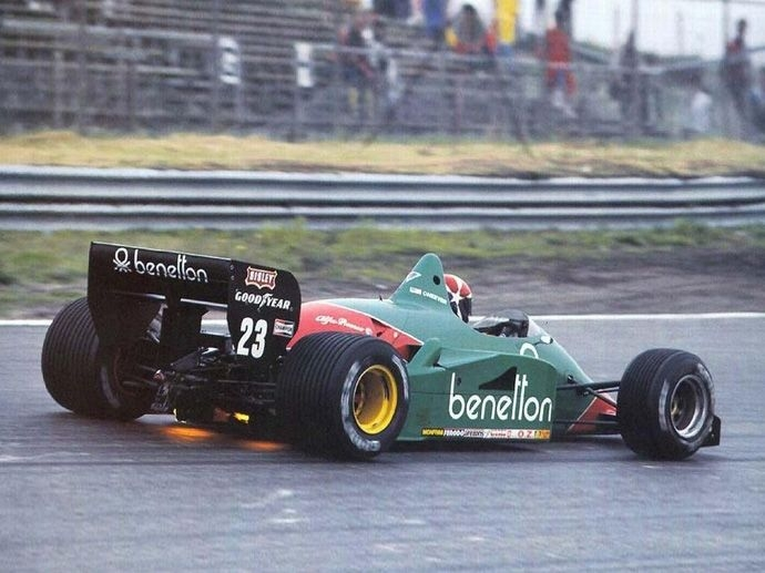 1985. The first single-seater running OZ wheels is the Euroracing Alfa Romeo F1 team with Patrese and Cheever, sporting two-piece magnesium and aluminum wheels.