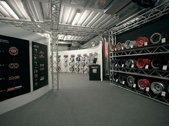 2006. 35ème anniversaire. OZ ouvre le Musée de la jante (OZ Wheel Museum) au sein de son siège de San Martino di Lupari. 2006 est également une année extraordinaire pour le…