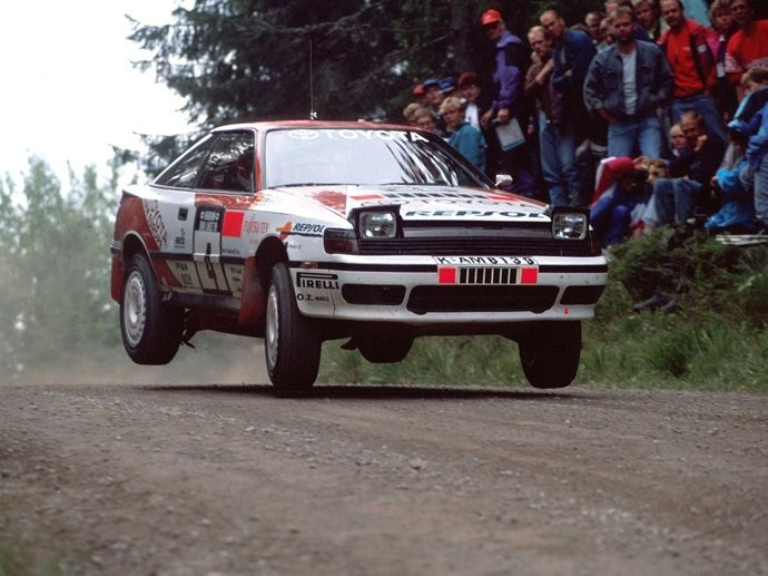 1990. Carlos Sainz won the Driver's World Rally in a Toyota Celica 4WD, equipped with OZ wheels.