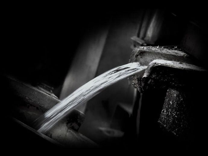 Guss Bei einer Temperatur von 700° C werden Aluminium-Legierungen in Formen gegosssen, die bereits alle konstruktionsbedingten Profile und Hohlräume des erwünschten Designs enthalten. Darin entsteht ein Rohling von hoher Festigkeit, der…