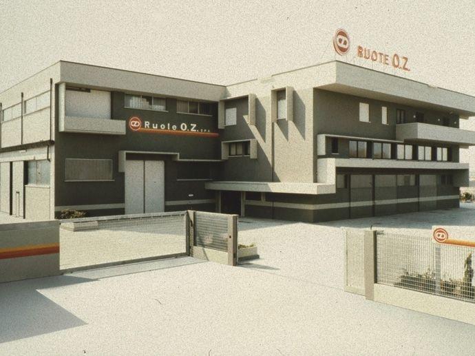 1978. OZ S.p.A. wird konstituiert. Das Firmenkapital in Höhe von 210 Millionen Lire (nach heutigem Kurs rund 108.000 Euro) steuert Isnardo Carta bei.