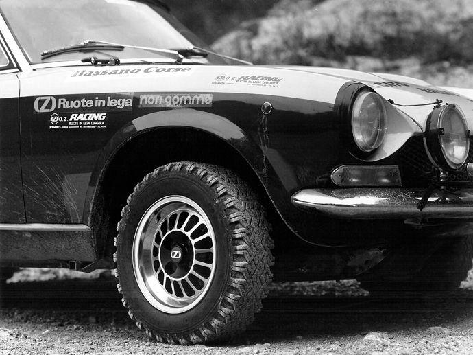 1975. OZ präsentiert sich in der regionalen Motorsportszene als Ausrüster diverser bekannter Privatteams und erzielt erste bescheidene Siege.