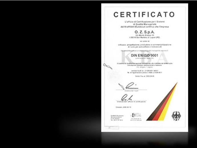 1998. OZ erhält als erstes italienisches Unternehmen vom deutschen Kraftfahrt-Bundesamt (KBA) das ISO 9001 Zertifikat für den gesamten Produktions-Zyklus.